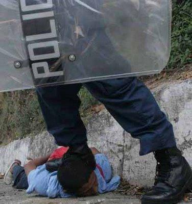 Brutal Represión Contra Manifestantes Anarquistas