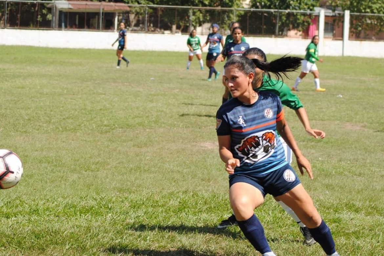 OTROS MUNDOS. Mujeres y fútbol: otro territorio en disputa (Entrevista radial)